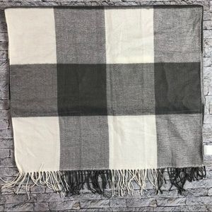 Yankee Candle Grey and White Plaid Scarf